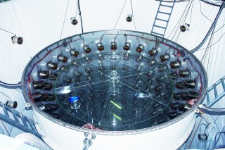 중성미자 검출기 리노(RENO)의 광센서. 중성미자가 반응하면서 내는 아주 미약한 빛을 감지할 수 있다. 리노는 영광 원자력발전소에서 나오는 중성미자를 검출했다. - 고호관 기자 제공